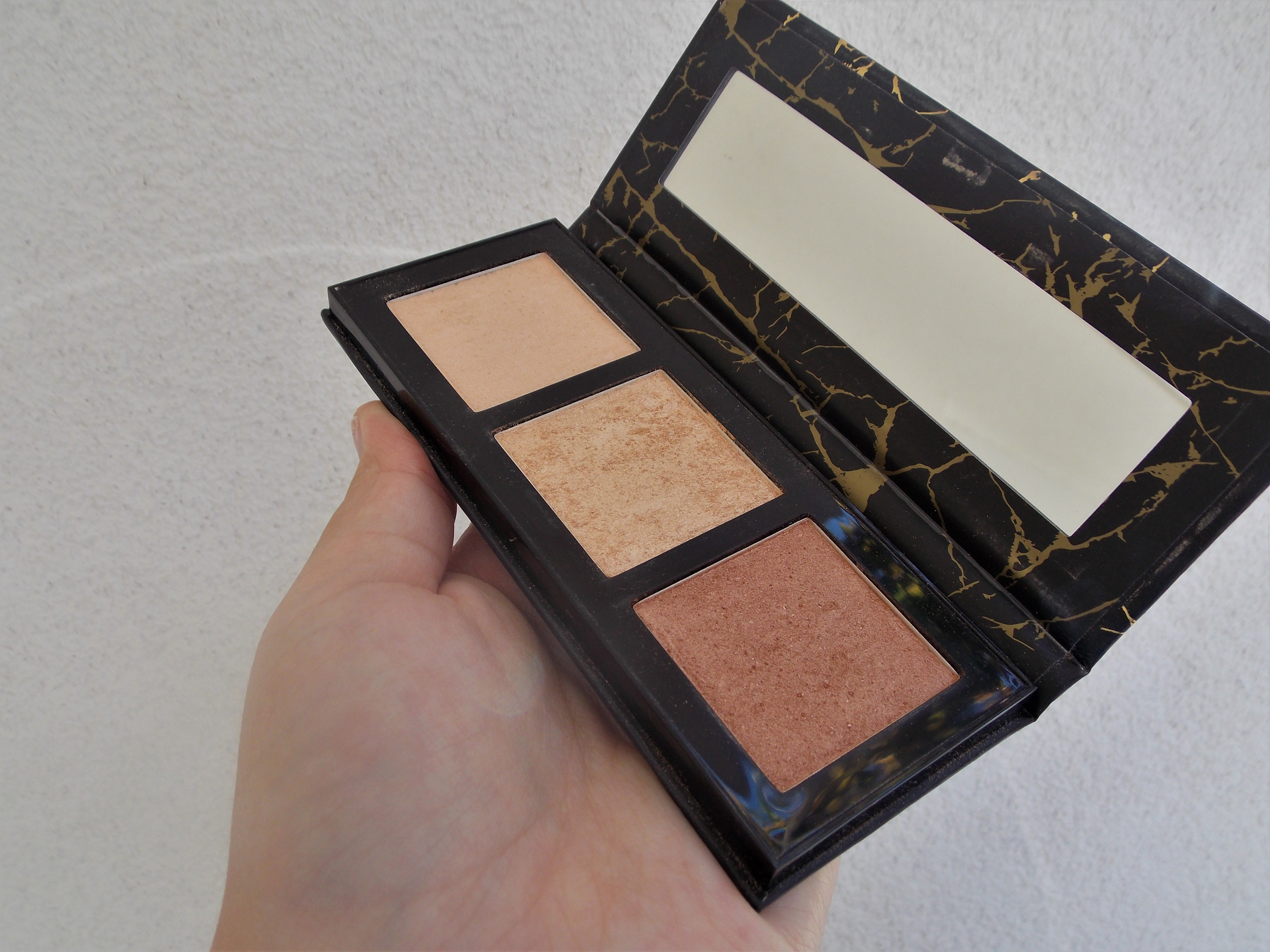 catrice luminice highlight & bronze glow palette review recenzija 020 livinglikev fashion blogger living like v beauty blogger catrice luminice paleta recenzija 020 feel good