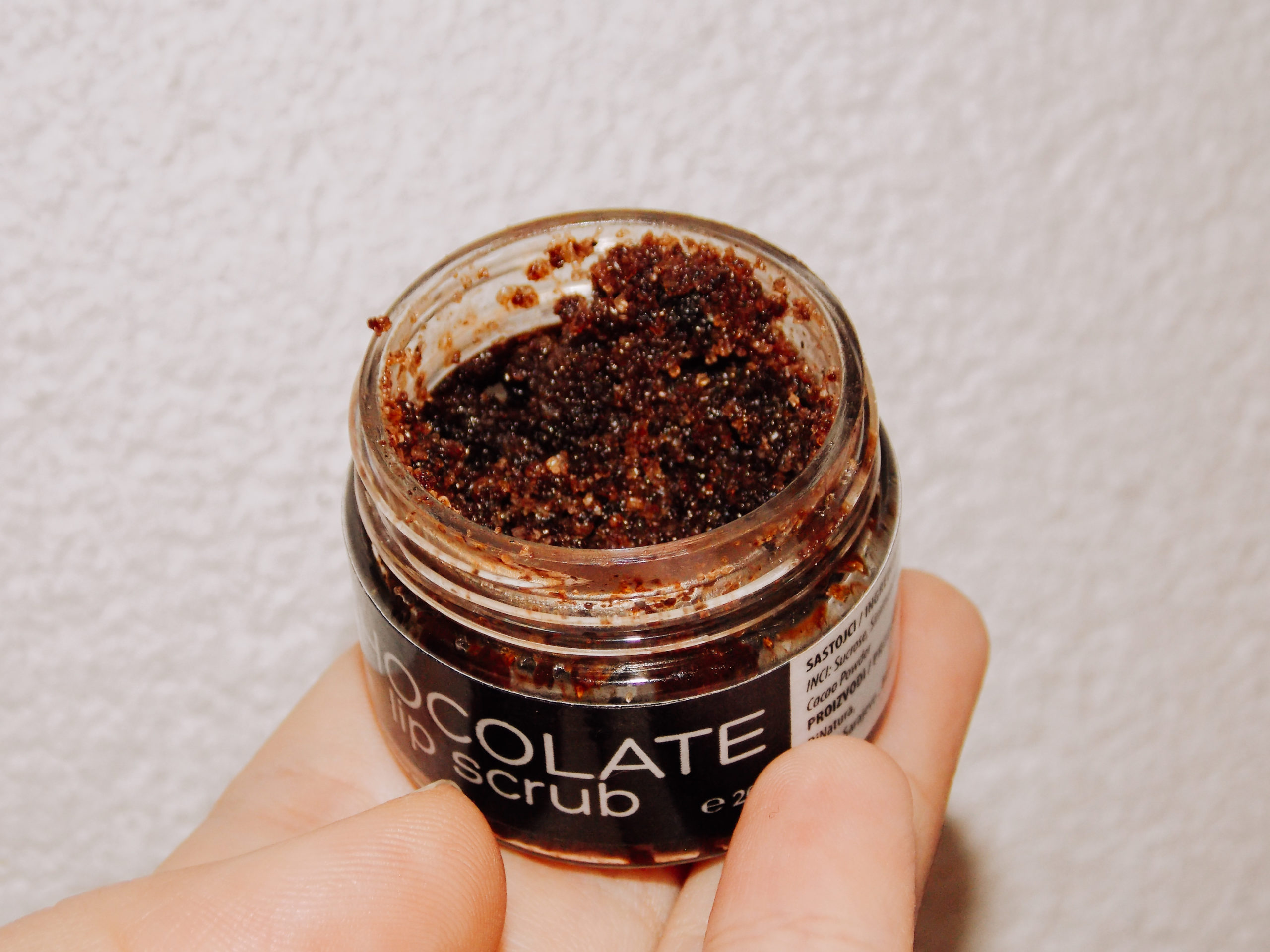 dinatura chocolate lip scrub recenzija review livinglikev fashion blogger