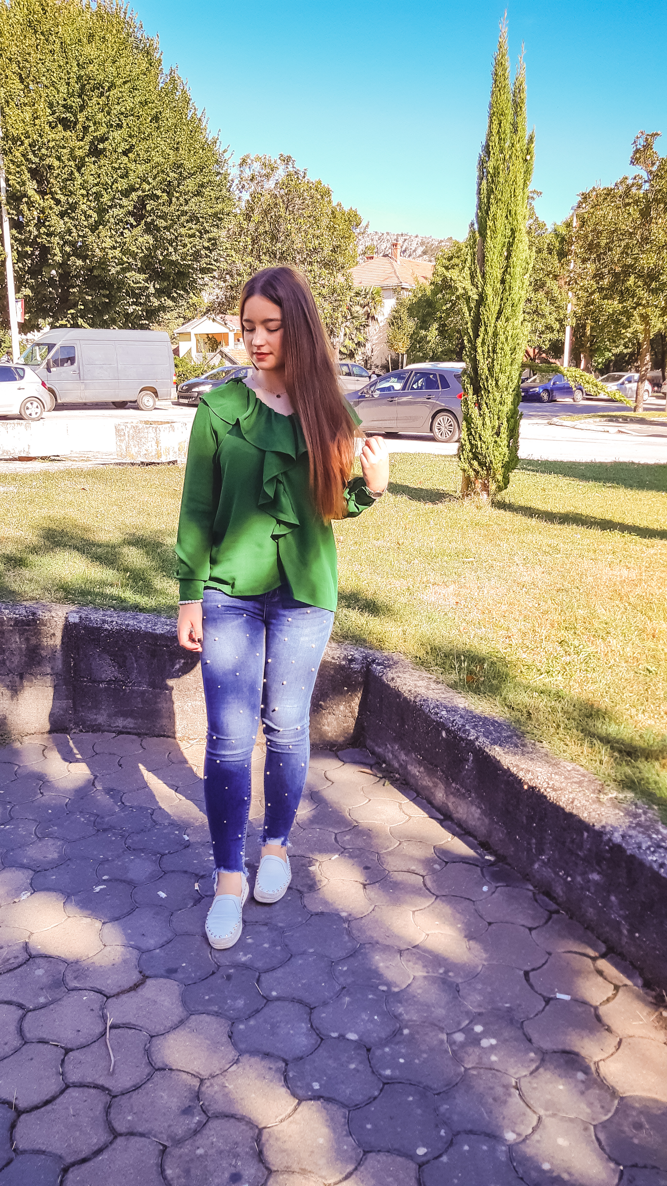 green blouse outfit livinglikev fashion blogger living like v style blogger blooming jelly