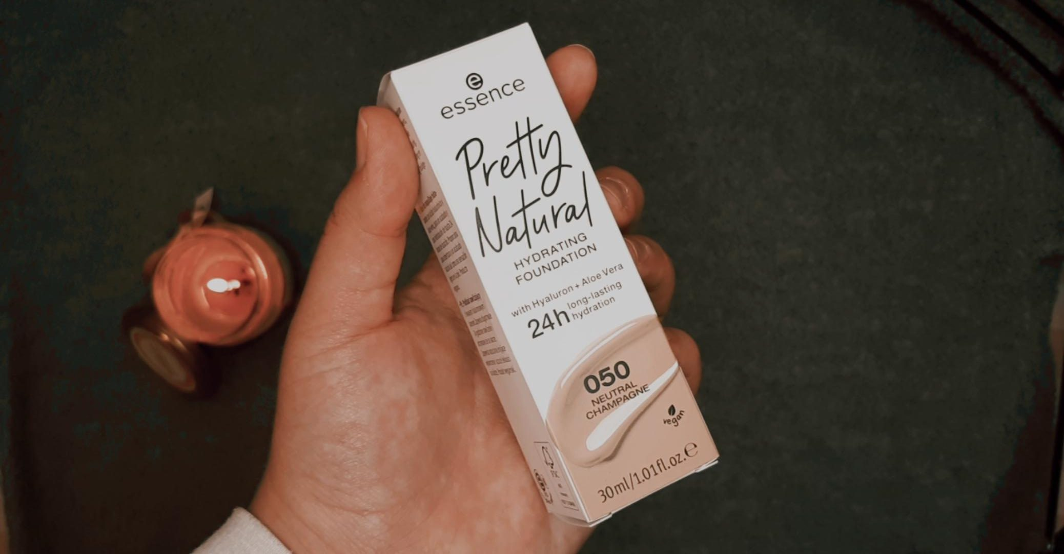 essence pretty natural foundation essence autumn winter 2020 livinglikev fashion blogger
